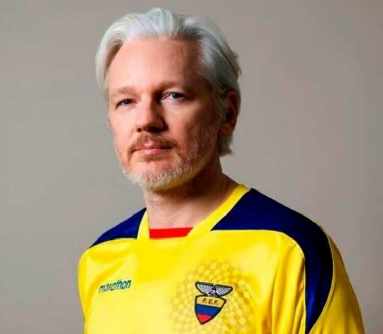 Julian Assange Tweets Out Cryptic Chess Game One Day After Receiving Ecuadorian Citizenship